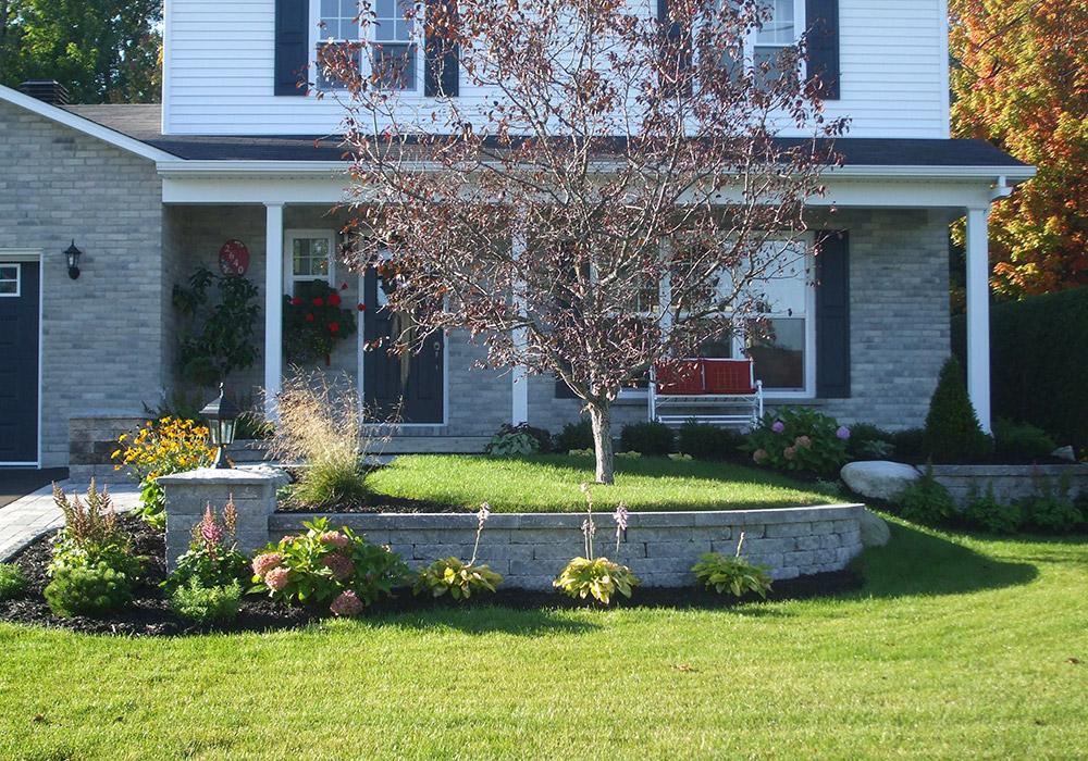 Am nagement ext rieur fa ade maison sherbrooke profil jardins for Comamenagement devant maison