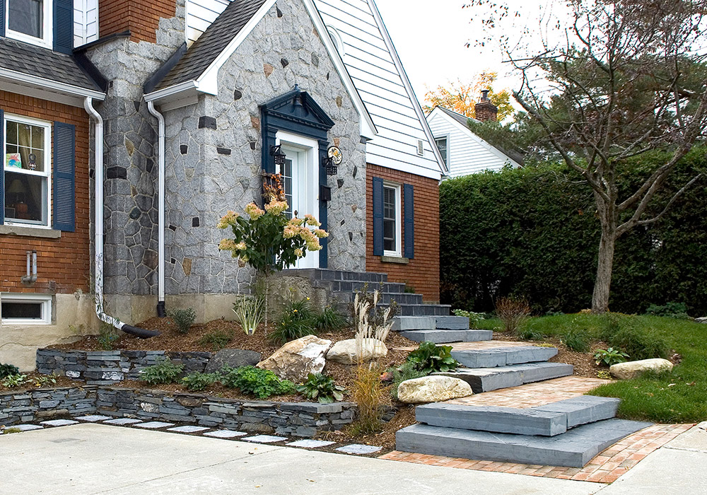 Am nagement ext rieur fa ade maison sherbrooke profil for Devant de maison paysager